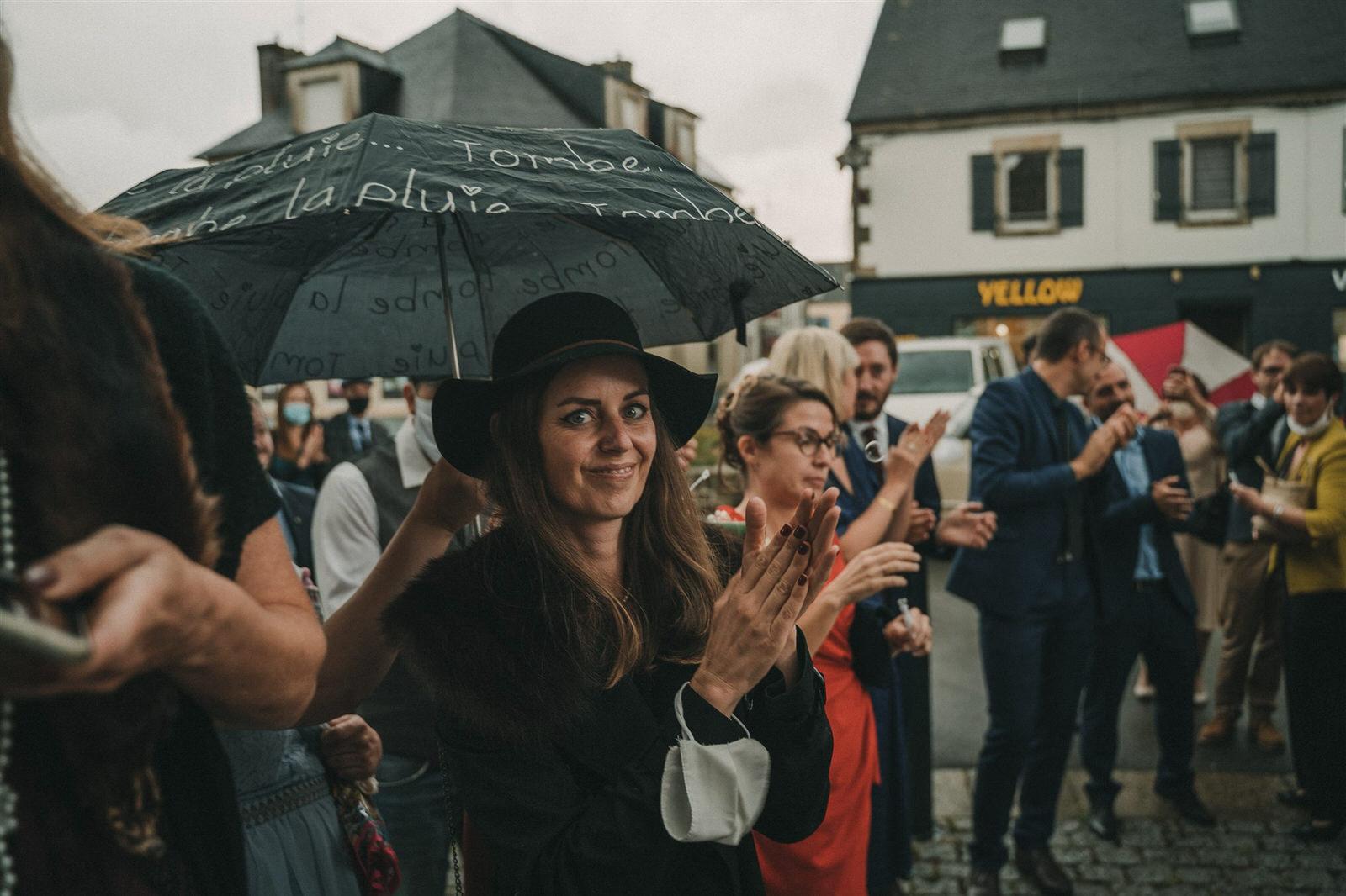 Photo Du Mariage D Hélène Et Prem À La Mairie Et L Église De Briec Et Au Manoir De Kerhuel À Plounéour Lanvern 775 Www.antoineborzeix.fr , Photographe & Videaste à Brest / Finistère